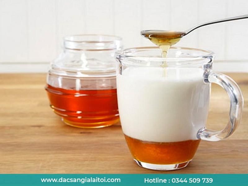 Mật ong và sữa đặc có kỵ nhau không