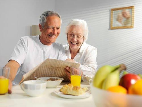 Cách sử dụng mật ong cho người già