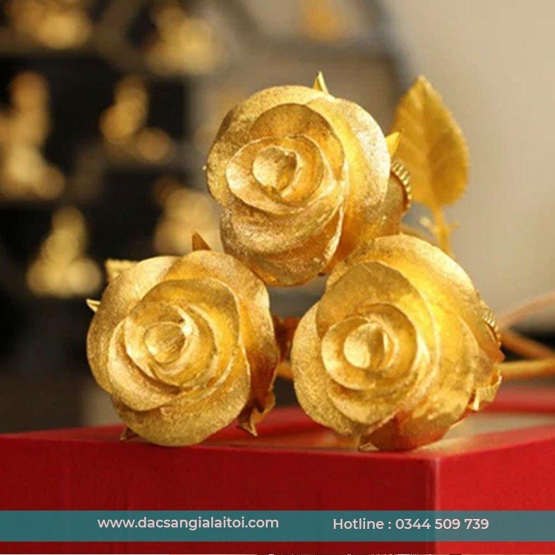 Tặng hoa hồng vàng cho bạn gái - Set quà tặng bạn gái
